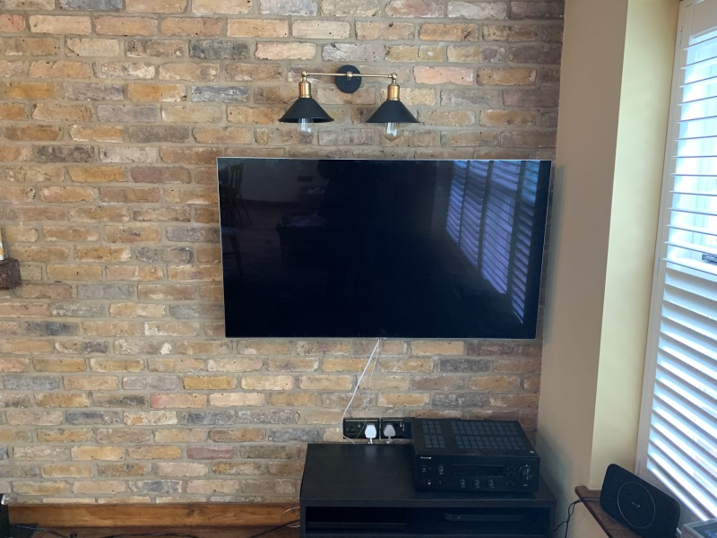 Naked Brick TV Wallmounting